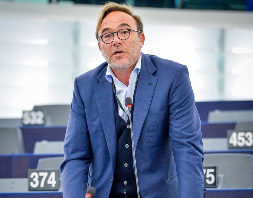"Petros Kokkalis MEP The Left/SYRIZA on euractiv: ΄""We need to leave behind all paradigms of the past, and join forces beyond the confines of our political silos, and build back better. Be bold. For there is no normal to return to anymore."""