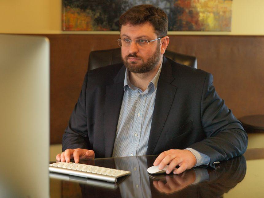 Κ. Ζαχαριάδης: Να μη γίνει η Βουλή δικαστήριο και η αίθουσα της Ολομέλειας αρένα