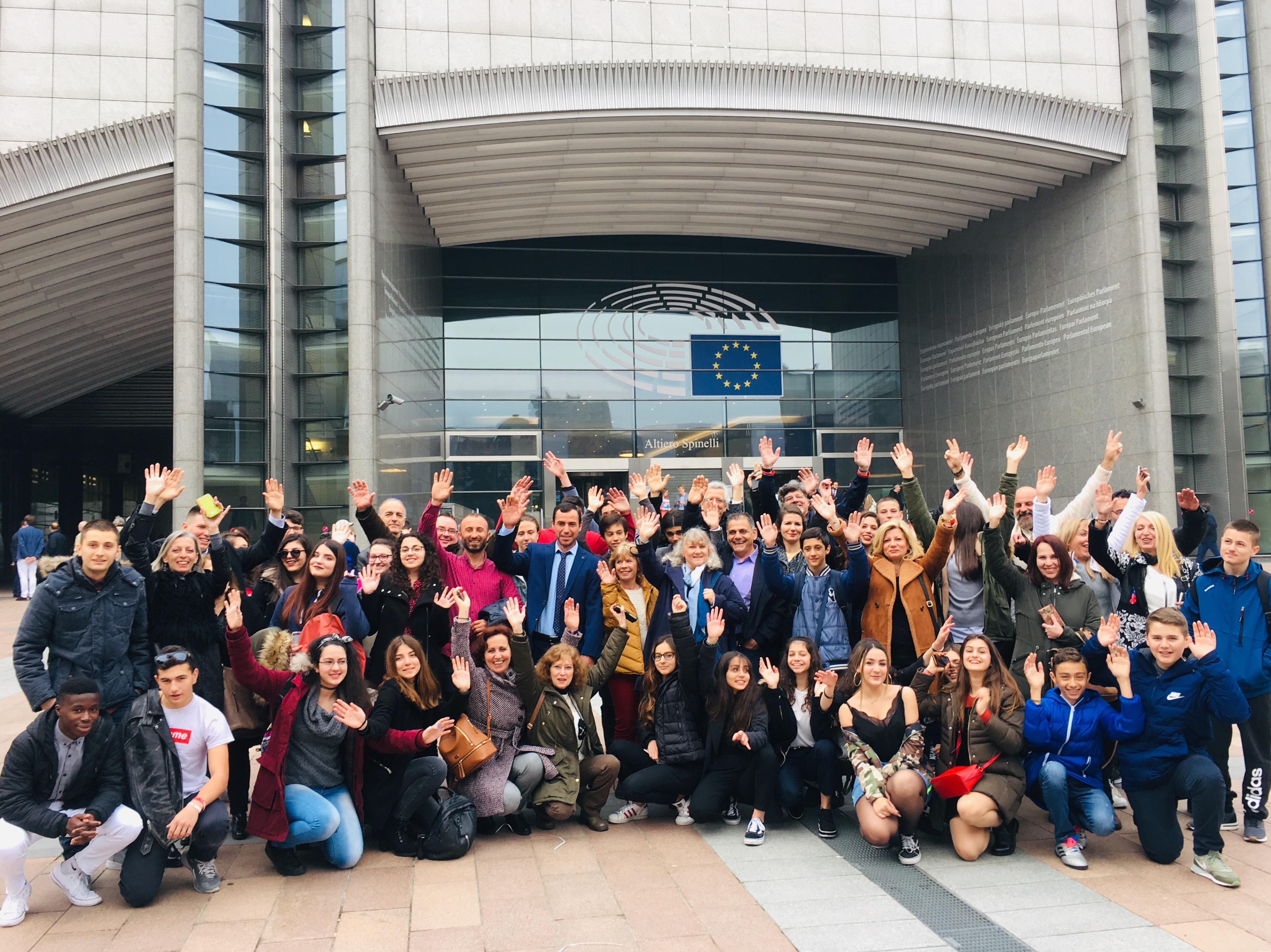Κ. Κούνεβα: Μαθήματα ανθρωπιάς, αλληλεγγύης και… θάλασσας στις Βρυξέλλες - βίντεο