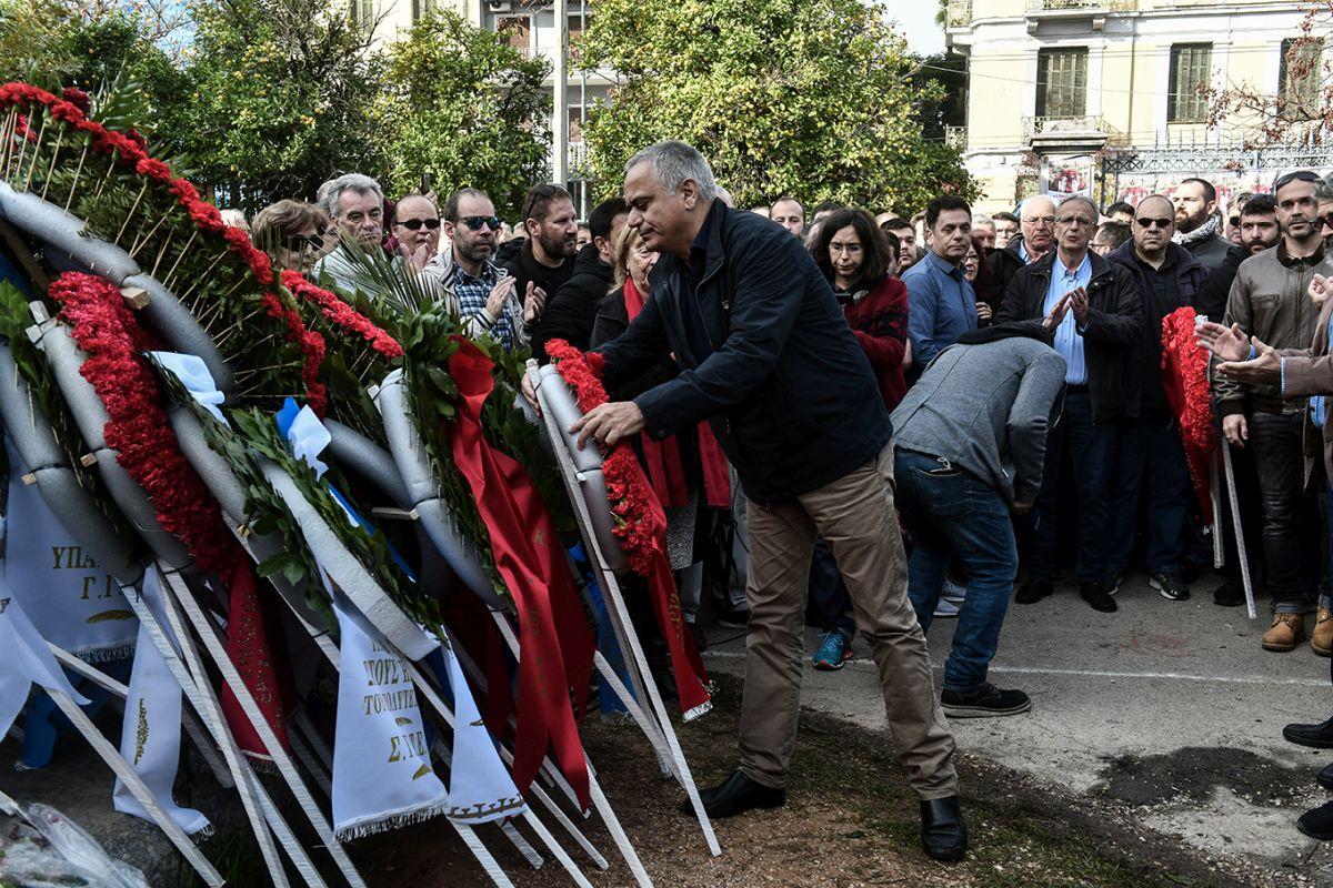 ΣΥΡΙΖΑ και Νεολαία ΣΥΡΙΖΑ κατέθεσαν στεφάνια στο Πολυτεχνείο