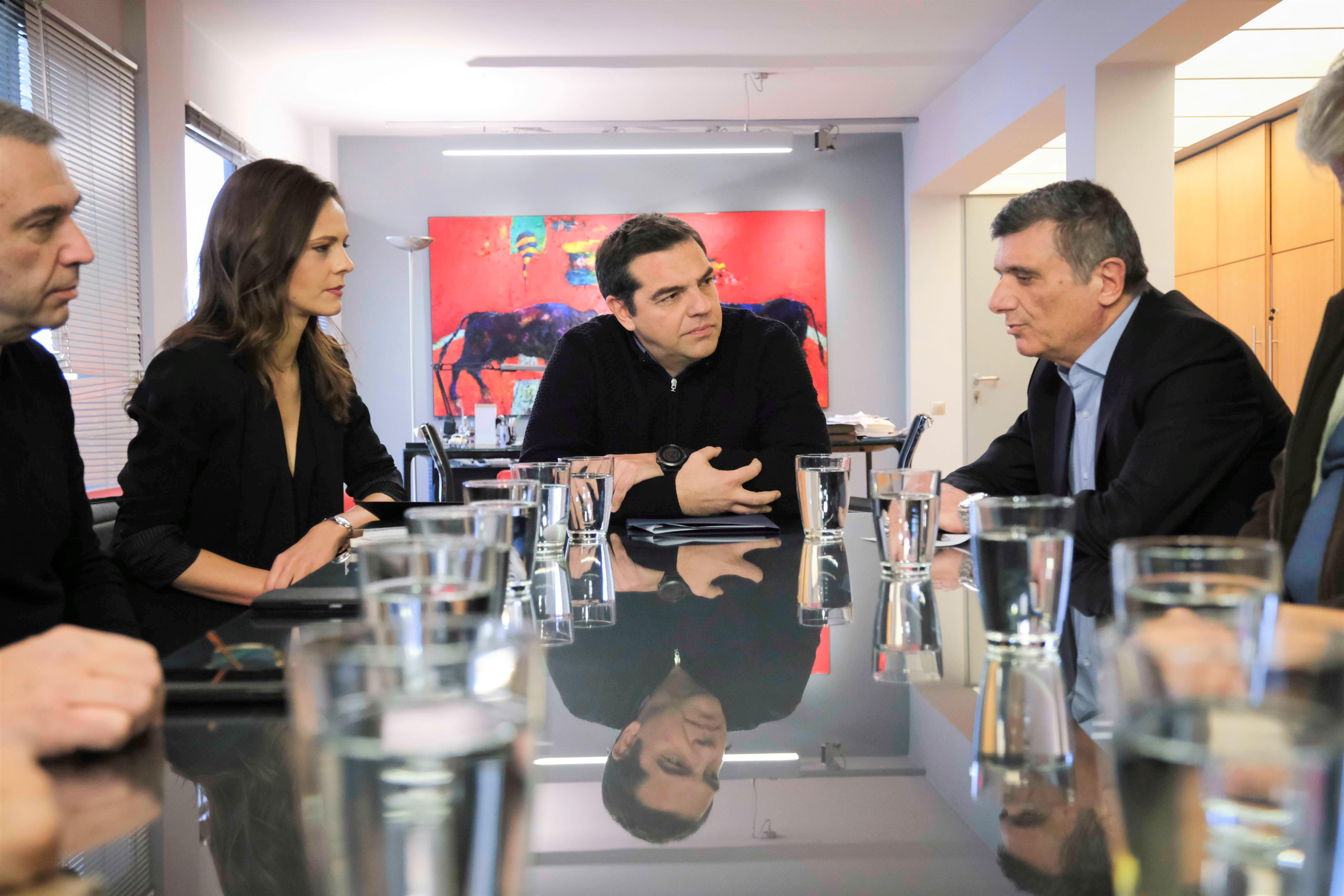 Αλ. Τσίπρας: Να ανακληθούν οι απολύσεις των τραπεζικών υπαλλήλων - Η ανάπτυξη δεν θα έρθει με συμπίεση των εργασιακών σχέσεων