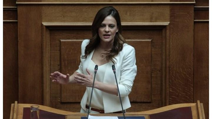 """Ε. Αχτσιόγλου: """"Η κυβέρνηση παρακολουθεί την ύφεση που έρχεται και δεν λαμβάνει μέτρα"""""""