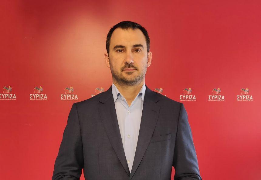 Αλ. Χαρίτσης: Η κυβέρνηση ομολογεί ότι «ξεκινάμε από το μηδέν» στον τουρισμό