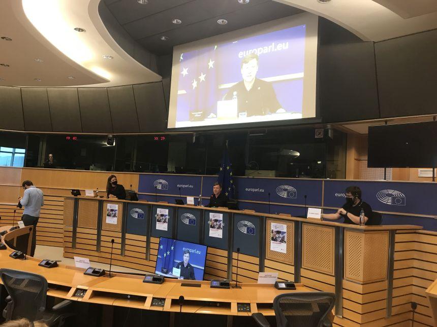 Στην ΕΕ βραβεύουν τους προστατευόμενους μάρτυρες της Novartis, στην Ελλάδα η ΝΔ τους χαρακτηρίζει «σκευωρούς» - βίντεο